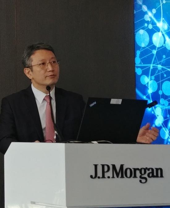 손지웅 LG화학 생명과학사업본부장이 JP모건 헬스케어 컨퍼런스에서 바이오사업 R&D 현황을 발표하고 있다.ⓒLG화학