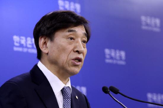 """이주열 한국은행 총재는 14일 """"기업들의 자금수요 증가가 조달비용 상승으로 이어지지 않도록 시중 유동성을 여유있게 관리해나갈 계획""""이라고 밝혔다.ⓒ연합"""