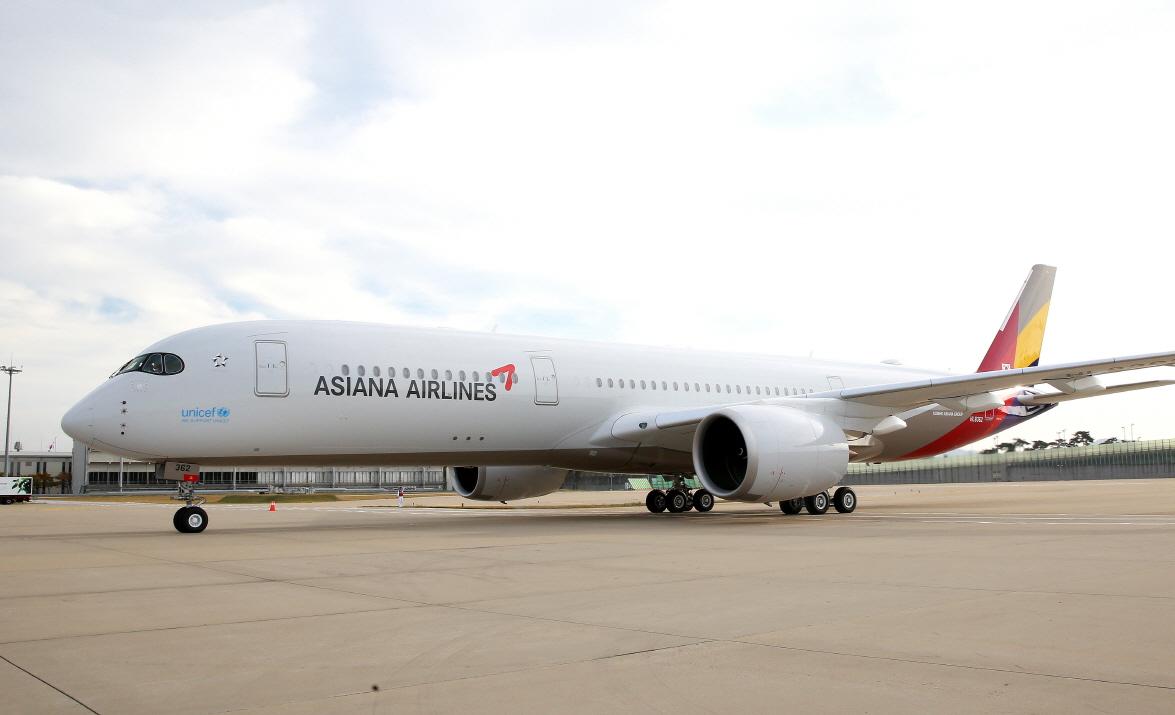비상경영을 선포한 아시아나항공이 올해도 적자를 면치 못할 것으로 전망된다. 사진은 아시아나항공 A350 10호기.ⓒ아시아나항공