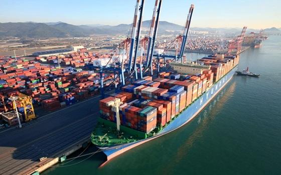 현대상선 컨테이너선이 부산항에 정박해 있다.ⓒ현대상선