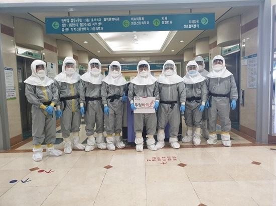 우정바이오 과산화수소증기(HPV) 공간멸균 엔지니어들.ⓒ우정바이오