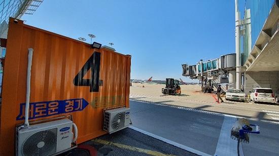 인천공항에 설치된 우정바이오 음압형 선별진료소.ⓒ우정바이오