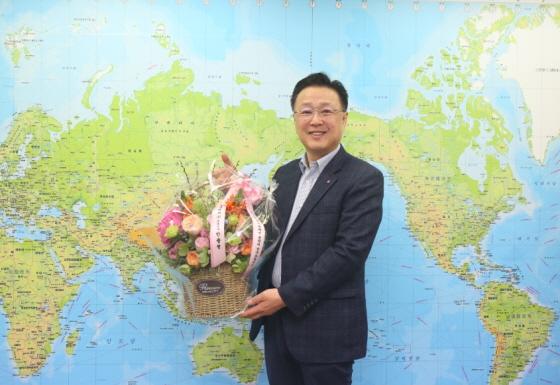 이대성 KSS해운 대표이사가 화훼농가를 돕기 위해 꽃 선물 릴레이 캠페인에 동참했다.ⓒKSS해운