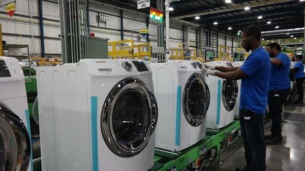 미국 사우스 캐롤라이나주 뉴베리카운티에 위치한 삼성전자 생활가전 공장에서 직원들이 세탁기를 생산하고 있다.ⓒ삼성전자