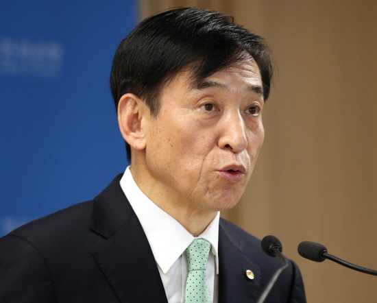 이주열 한국은행 총재가 올해 플러스 성장은 가능하겠지만 1% 성장률 달성은 쉽지 않을 것이라고 언급했다.ⓒ한국은행