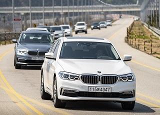 """[시승기] """"PHEV? 타보면 신선한 충격"""" BMW 530e"""