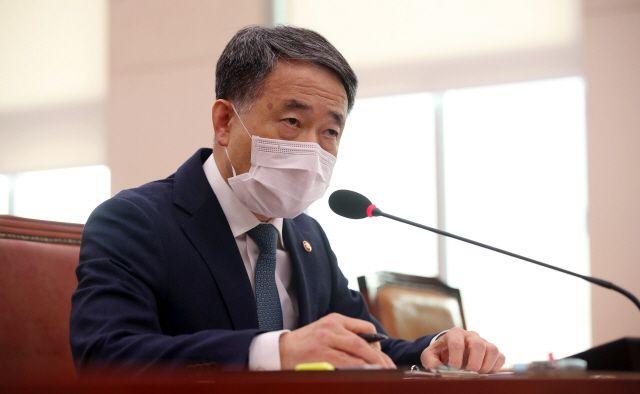 박능후 보건복지부 장관 겸 중앙재난안전대책본부 1차장은 19일