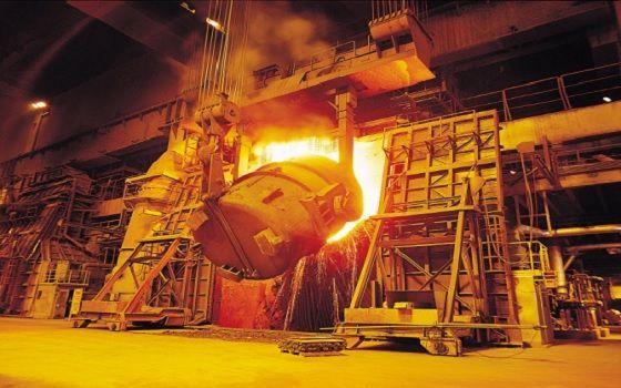 포스코 포항제철소 제강공장에서 전로 조업이 진행되고 있는 모습. ⓒ포스코