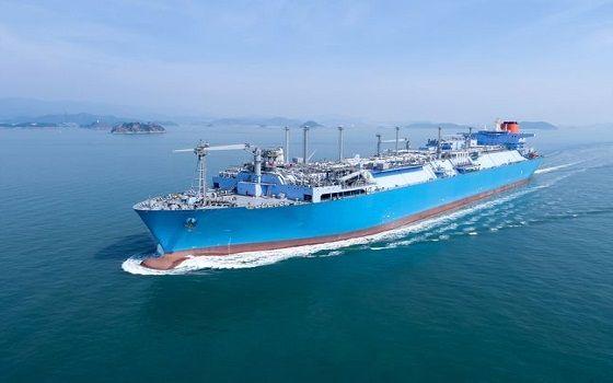 대우조선해양이 건조한 초대형 액화천연가스 부유식 저장·재기화 설비(LNG-FSRU)가 바다를 항해하고 있다.ⓒ대우조선해양