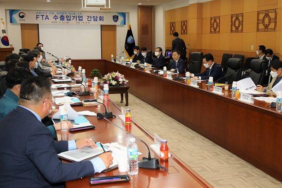 노석환 관세청장이 22일 서울세관에서 FTA 수출기업을 대상으로 간담회를 개최 했다ⓒ관세청