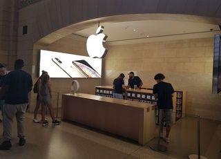 애플 '폐쇄적 프리미엄' 탈피...IT 생태계 전면 빗장 푼다