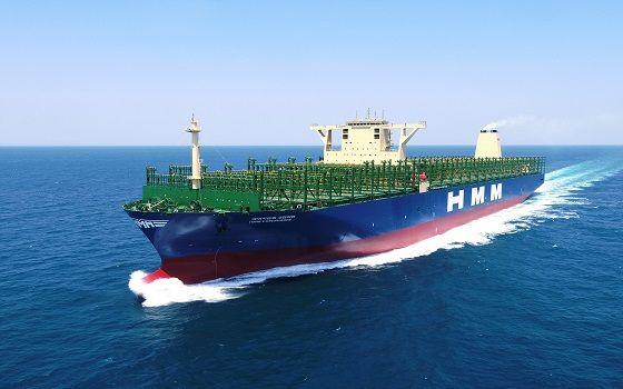 대우조선해양의 최첨단 스마트십 솔루션 디에스포(DS4)가 적용된 2만4000TEU급 초대형 컨테이너선이 바다를 항해하고 있다.ⓒ대우조선해양