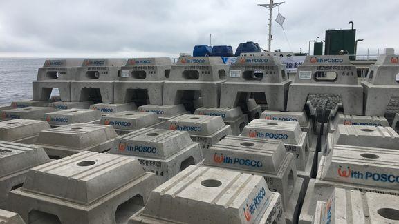 포스코가 28일 울릉도 남양리 앞바다에 철강스래그로 만든 인공어초 트리톤 100기를 수중 설치하고 바다숲을 조성했다. 포스코 트리톤 어초 모습. ⓒ포스코
