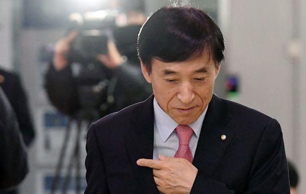 한국은행이 28일 사상 최저수준으로 기준금리를 인하했다. 사진은 이주열 한국은행 총재. ⓒ데일리안