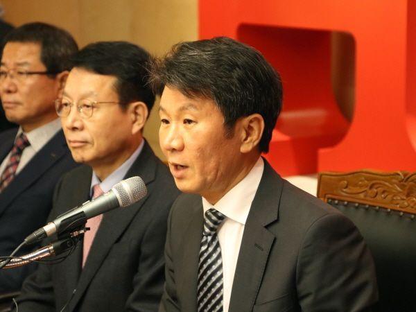 정몽규 HDC그룹 회장이 지난 2019년 11월12일 아시아나항공 인수 우선협상대상자로 선정된 직후 기자회견을 하고 있다.ⓒHDC그룹