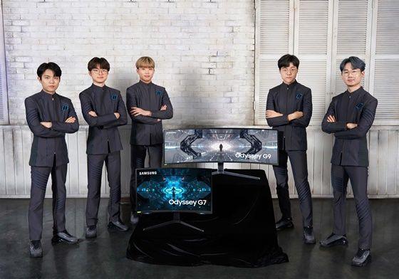 e스포츠 전문기업 T1의리그오브레전드(LoL) e스포츠 팀선수들이 삼성 게이밍 모니터