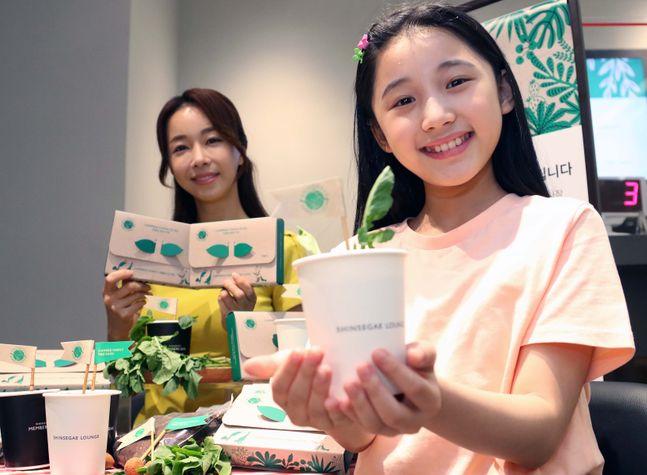 신세계백화점은 오는 5일부터 14일까지 내셔널지오그래픽, 컨버스, 플랙 등 34개 친환경 브랜드가 참여하는