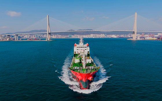 KSS해운이 보유한 3500톤급 석유화학제품운반선 팔콘 케미스트호가 바다를 항해하고 있다.ⓒKSS해운