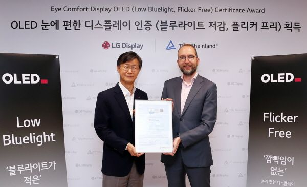 6월 30일 서울 여의도 LG트윈타워에서 열린 LG디스플레이 OLED TV 패널