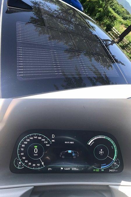 태양광발전 솔라루프(위), 배터리 충전 중임을 확인할 수 있는 계기판(아래) ⓒEBN