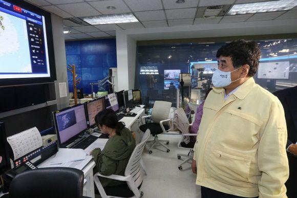한상혁 방송통신위원회 위원장은 3일 KBS 재난방송센터를 방문해 집중호우에 대한 재난방송 및 방송재난 대응상황을 점검했다.ⓒ방송통신위원회