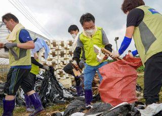 [포토] NH농협금융 김인태 부사장의 흙 묻은 장화