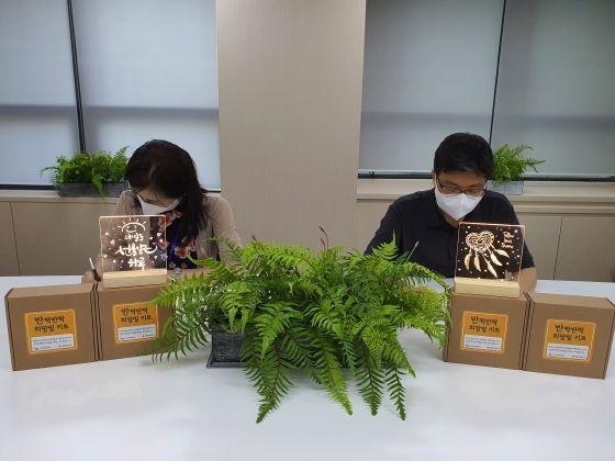 캠코 직원들이 비대면 DIY 키트를 제작하고 있다.ⓒ캠코