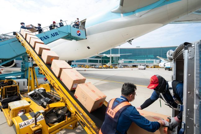 국제선 여객이 감소했음에도 불구하고 북미로 가는 항공화물 수요 증가의 수혜를 보고 있는 대한항공이 유일하게 3분기 흑자를 낸 것으로 보인다.ⓒ대한항공