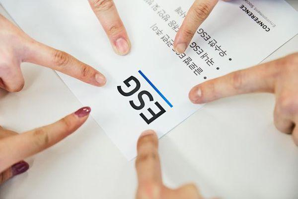 은행권이 ESG 경영 확산을 목적으로 친환경 기업 등에는 대출금리를 우대하는 연계 상품을 잇달아 선보이고 있다.ⓒ게티이미지뱅크